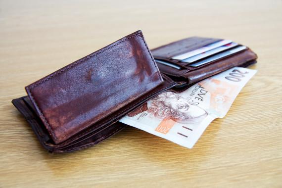 Plno společnosti nabízí své půjčky již od stovek korun. Najdou se však také, které nabízí i značný obnos peněz v řádech statisíců.