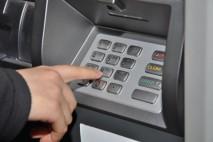 Pro peníze v hotovosti si můžete zajít do bankomatu. Pokud ale zrovna na účtu v bance nic nemáte, vyzkoušejte naši nabídku.