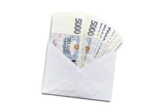 Podle zákona jsou platby v hotovosti omezeny na částku maximálně 270 000 Kč.