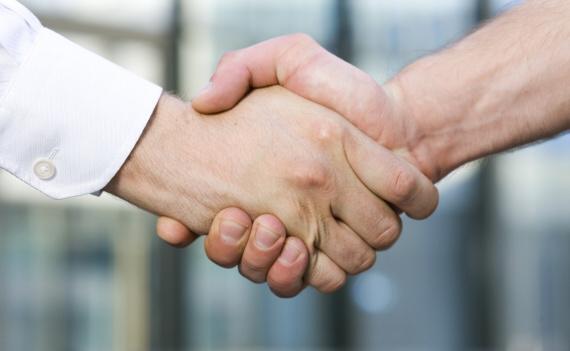 Nabízíme vám pomocnou ruku. Půjčka na smněku a peníze máte ihned k dispozici.